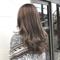 エレガント グレージュ ロング パーマ ヘアスタイルや髪型の写真・画像