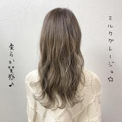 ロング ブリーチ バレイヤージュ グレージュ ヘアスタイルや髪型の写真・画像