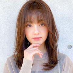レイヤー ミディアムレイヤー コンサバ 小顔 ヘアスタイルや髪型の写真・画像