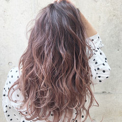 ピンク グラデーションカラー レッド ベージュ ヘアスタイルや髪型の写真・画像