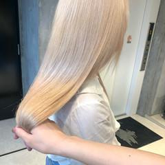ロング ブロンドカラー ミルクティーベージュ プラチナブロンド ヘアスタイルや髪型の写真・画像