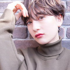 パーマ ショートヘア オフィス ナチュラル ヘアスタイルや髪型の写真・画像