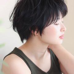 グレージュ 暗髪 ショート ナチュラル ヘアスタイルや髪型の写真・画像