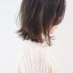 バレイヤージュ 抜け感 外ハネボブ インナーカラー ヘアスタイルや髪型の写真・画像