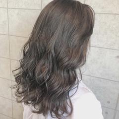 アッシュグレー グレージュ エレガント ミディアム ヘアスタイルや髪型の写真・画像