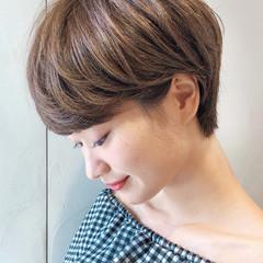 似合わせカット ショートヘア 耳掛けショート グレージュ ヘアスタイルや髪型の写真・画像