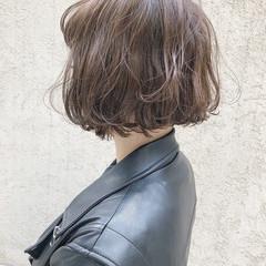 アッシュグレージュ ボブ ショートボブ 切りっぱなしボブ ヘアスタイルや髪型の写真・画像