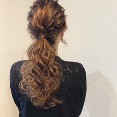 ローポニーテール セミロング ポニーテールアレンジ フェミニン ヘアスタイルや髪型の写真・画像