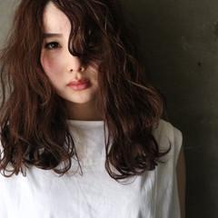 フェミニン 大人ハイライト ハイライト 濡れ髪スタイル ヘアスタイルや髪型の写真・画像
