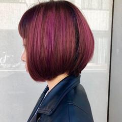 ミニボブ ストリート ピンクパープル ブリーチ ヘアスタイルや髪型の写真・画像
