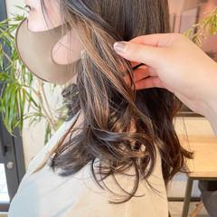 インナーカラー シアーベージュ オリーブベージュ 透明感カラー ヘアスタイルや髪型の写真・画像
