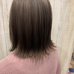 ミルクティーベージュ グレージュ ナチュラル ダブルカラー ヘアスタイルや髪型の写真・画像
