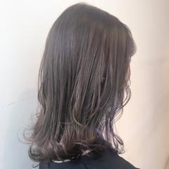 ミルクティーグレージュ 透明感カラー ブリーチなし フェミニン ヘアスタイルや髪型の写真・画像