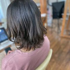 オリーブベージュ パーマ ナチュラル オリーブカラー ヘアスタイルや髪型の写真・画像