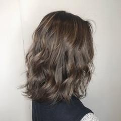 エレガント ミディアム グレージュ 大人ハイライト ヘアスタイルや髪型の写真・画像