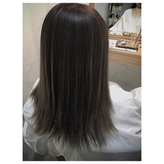 コントラストハイライト ハイライト ミルクティーグレージュ ナチュラル ヘアスタイルや髪型の写真・画像