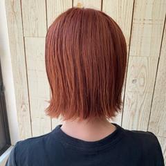 ガーリー オレンジベージュ 切りっぱなしボブ 透明感カラー ヘアスタイルや髪型の写真・画像
