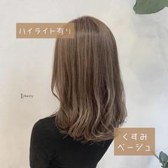 ベージュ ナチュラル アッシュベージュ 大人ハイライト ヘアスタイルや髪型の写真・画像