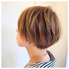 ショートボブ ショート ガーリー インナーカラー ヘアスタイルや髪型の写真・画像