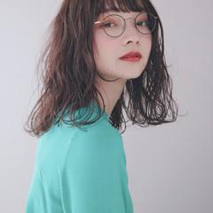 ゆるふわパーマ ナチュラル アッシュグレージュ ミルクグレージュ ヘアスタイルや髪型の写真・画像