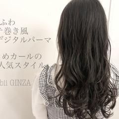 コテ巻き風パーマ ロング デジタルパーマ ナチュラル ヘアスタイルや髪型の写真・画像