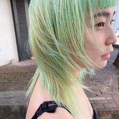 ホワイトブリーチ ミディアム グリーン エメラルドグリーンカラー ヘアスタイルや髪型の写真・画像