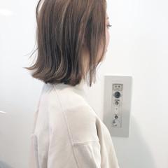 アンニュイほつれヘア 切りっぱなしボブ ミディアム 透明感カラー ヘアスタイルや髪型の写真・画像