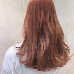 ピンクブラウン ロング 小顔ヘア フェミニン ヘアスタイルや髪型の写真・画像