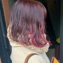 インナーカラー イヤリングカラー ピンク ボブ ヘアスタイルや髪型の写真・画像