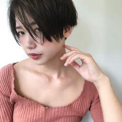 ショートカット 前下がりショート 透け感 アンニュイ ヘアスタイルや髪型の写真・画像
