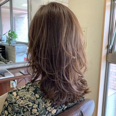 ベージュ ミディアムレイヤー コンサバ レイヤーカット ヘアスタイルや髪型の写真・画像