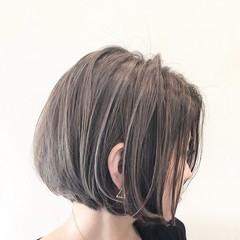 グレージュ ナチュラル ハイライト バレイヤージュ ヘアスタイルや髪型の写真・画像