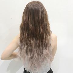 エクステ フェミニン グラデーションカラー ロング ヘアスタイルや髪型の写真・画像