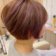 ベリーショート インナーカラー ショートヘア 切りっぱなしボブ ヘアスタイルや髪型の写真・画像