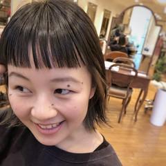 インナーカラー オン眉 切りっぱなしボブ モード ヘアスタイルや髪型の写真・画像