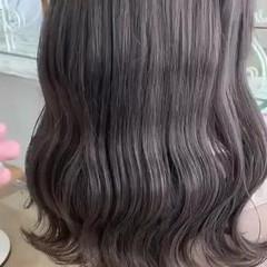 ブリーチカラー ナチュラル ミルクティーグレージュ セミロング ヘアスタイルや髪型の写真・画像
