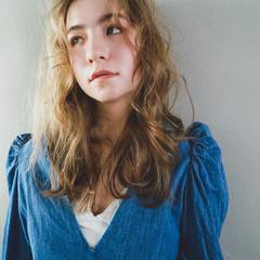 ゆるふわパーマ アンニュイほつれヘア 無造作パーマ 外国人風カラー ヘアスタイルや髪型の写真・画像
