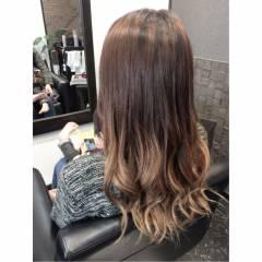 コンサバ グレージュ アッシュグラデーション セミロング ヘアスタイルや髪型の写真・画像