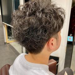 メンズカット メンズパーマ ナチュラル メンズマッシュ ヘアスタイルや髪型の写真・画像