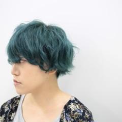 ダブルカラー ショート カラートリートメント グリーン ヘアスタイルや髪型の写真・画像