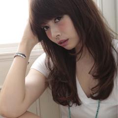 レイヤーカット パーマ 暗髪 ガーリー ヘアスタイルや髪型の写真・画像