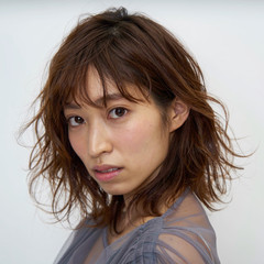 ミディアム 巻き髪 ミディアムレイヤー 大人ミディアム ヘアスタイルや髪型の写真・画像