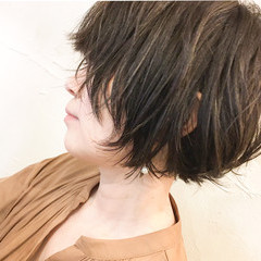 バレイヤージュ ミニボブ 大人ハイライト アッシュグレージュ ヘアスタイルや髪型の写真・画像