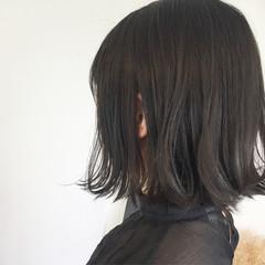 暗髪 ウェーブ グレージュ アンニュイ ヘアスタイルや髪型の写真・画像