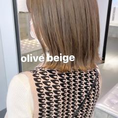 オリーブベージュ 切りっぱなしボブ ミルクティーベージュ ベージュ ヘアスタイルや髪型の写真・画像