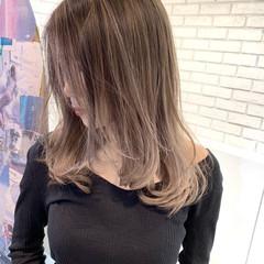 コンサバ バレイヤージュ グラデーションカラー セミロング ヘアスタイルや髪型の写真・画像