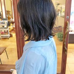 アッシュグレージュ ミディアム アッシュ 外ハネ ヘアスタイルや髪型の写真・画像