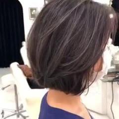ミルクティーグレージュ ナチュラル 白髪染め ハイライト ヘアスタイルや髪型の写真・画像