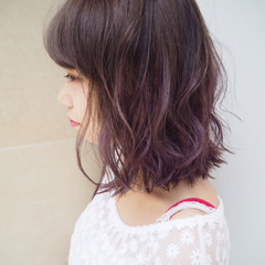 ミディアム グラデーションカラー パープル グレージュ ヘアスタイルや髪型の写真・画像