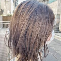 グレージュ デザインカラー ブリーチカラー ナチュラル ヘアスタイルや髪型の写真・画像
